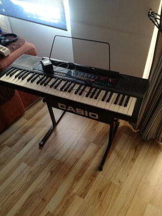 piano eléctrico Casio CTK-480