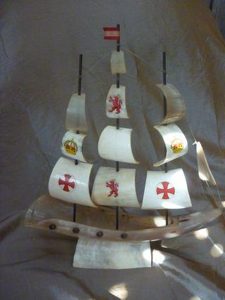 Barco pirata de cuerno 39x43 cm