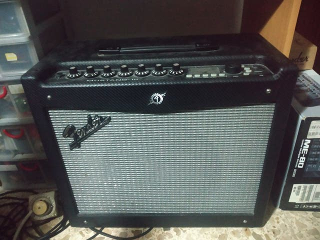 Amplificador guitarra fender mustang III