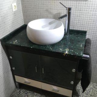 plato de ducha y mueble lavabo