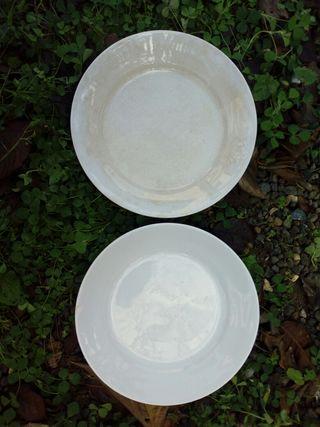 Platos antiguos de cerámica de La Cartuja