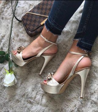 Sandalias doradas Guess T40