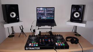 Traktor s4 mk2, macbook pro 13 2017, monitores