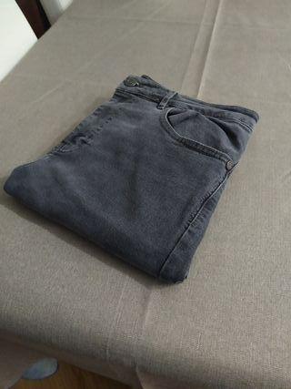 Pantalón vaquero hombre gris super skinny talla 40