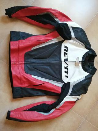 traje de moto de cuero Revit en dos piezas.