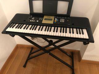 Piano teclado Yamaha