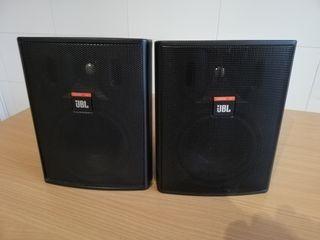 urge vender 2 Altavoces JBL Control 25