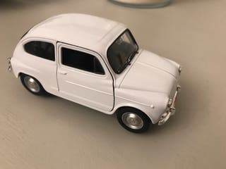 SEAT 600 ! Maqueta del vehículo de toda una epoca