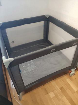 Parque /cama plegable. Incluye colchón. 90x90cm