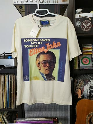Camisa Gucci de Elton John estilo Vintage