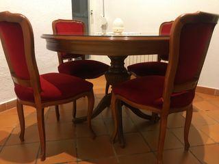Mesa de madera antigua y 4 sillas