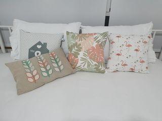 4 cojines colores rosas, verdes, beige y blanco de segunda