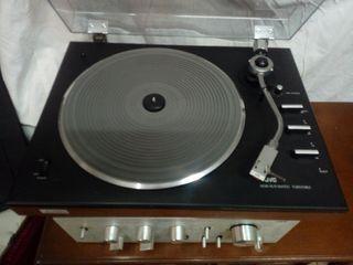Amplificador, tocadiscos, altavoces