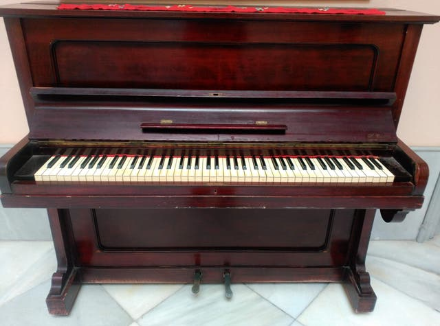 Piano LA PIAZZA Sevilla
