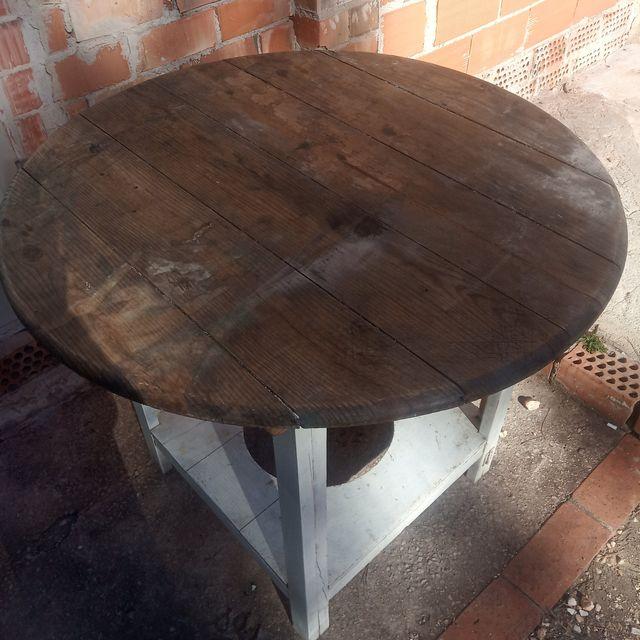 Antigua mesa camilla plegable. Todo madera