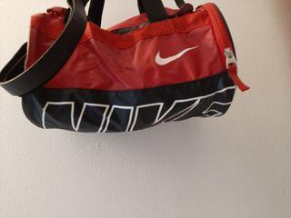 Oferta!!Maleta deporte Nike. Esta nueva