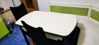 vendo mesa cocina con sillas y banco rinconero