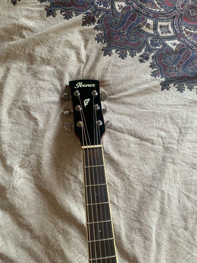 Guitarra acústica Ibáñez