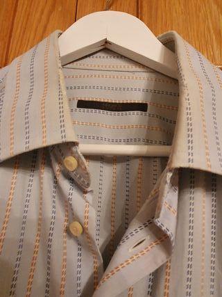 Camisa rayas Ungaro color azul claro.Talla 6 (XL)