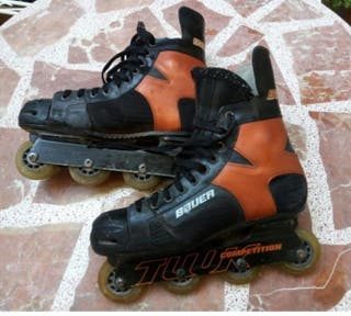 Patines y casco de hockey
