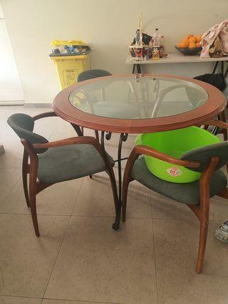 mesa antigua + sillas