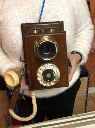 Antiguo Telefono pared version de otro mas antiguo