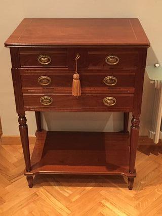 Mueble cubertero de madera noble barnizado2