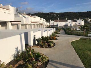 Atlanterra playa. Adosado 3 plantas.Salon-comedor, 2 habitaciones dobles 1 baño completo 1 aseo.Wifi, piscina comunitaria , porche y jardin.