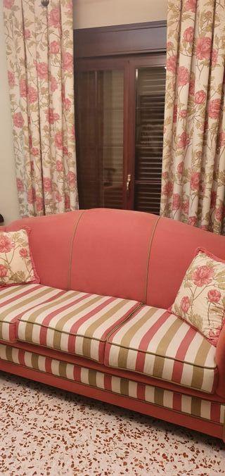 sofá clásico tapizados + sillones + cortinas