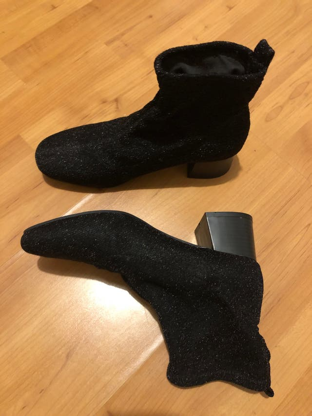 Botines tipo calcetín brillo tacón