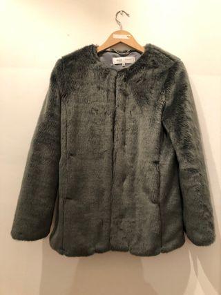 Abrigo de pelo sintético talla L color gris