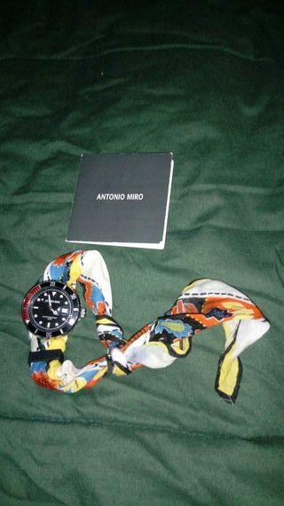 Reloj de pulsera de Antonio Miró la Caixa.