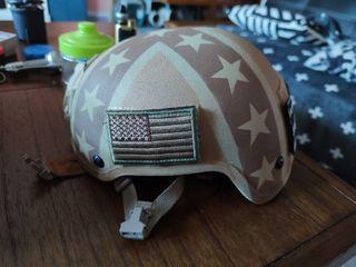 casco airsoft con parches personalizado