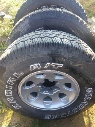 neumáticos con llanta 31/10/50/15