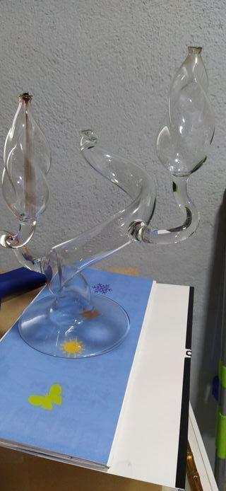 Candelabro de vidrio soplado.