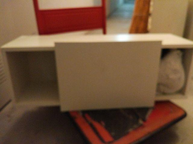 Mueble estantería con puerta corredera