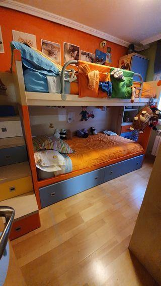 Literas y escalera con cajones. Dormitorio juvenil