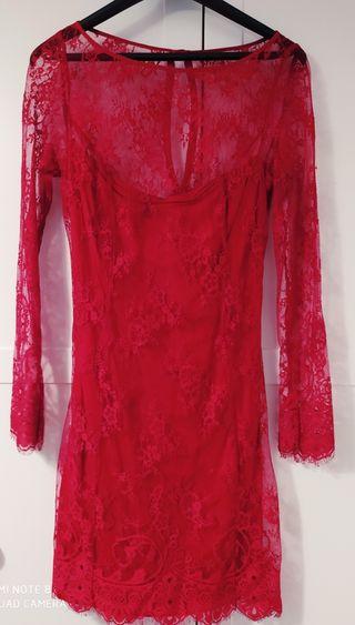 vestido rojo de encaje