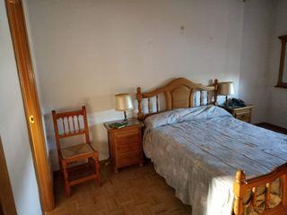 Dormitorio de matrimonio en madera de pino