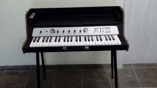 Órgano teclado Atis antigua