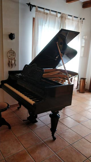 PIANO DE COLA ANTIGUO
