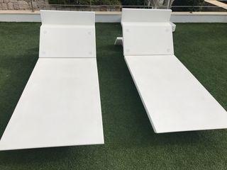 Hamacas blancas jardín- piscina con cojin piel