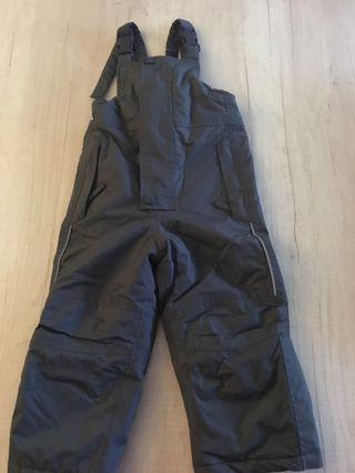 Pantalón peto de esquí.