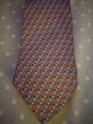 corbata loewe manzanas