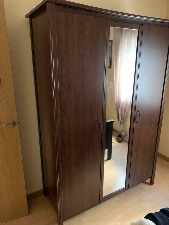 Mueble habitación 3 puertas IKEA