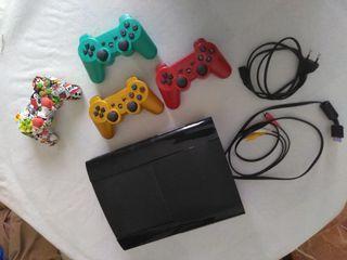 PS3 de 1 TB,4 mandos,19 juegos y 1 micrófono