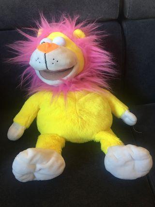 Muñeco leon de peluche marioneta que repite todo