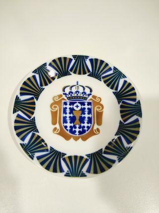 Bonito plato de Sargadelos escudo Galicia