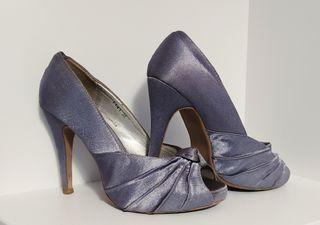 zapatos tacón grises