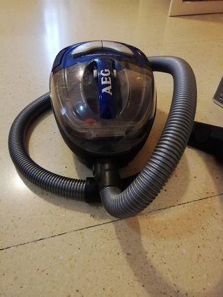 Aspirador AEG compacto sin bolsa